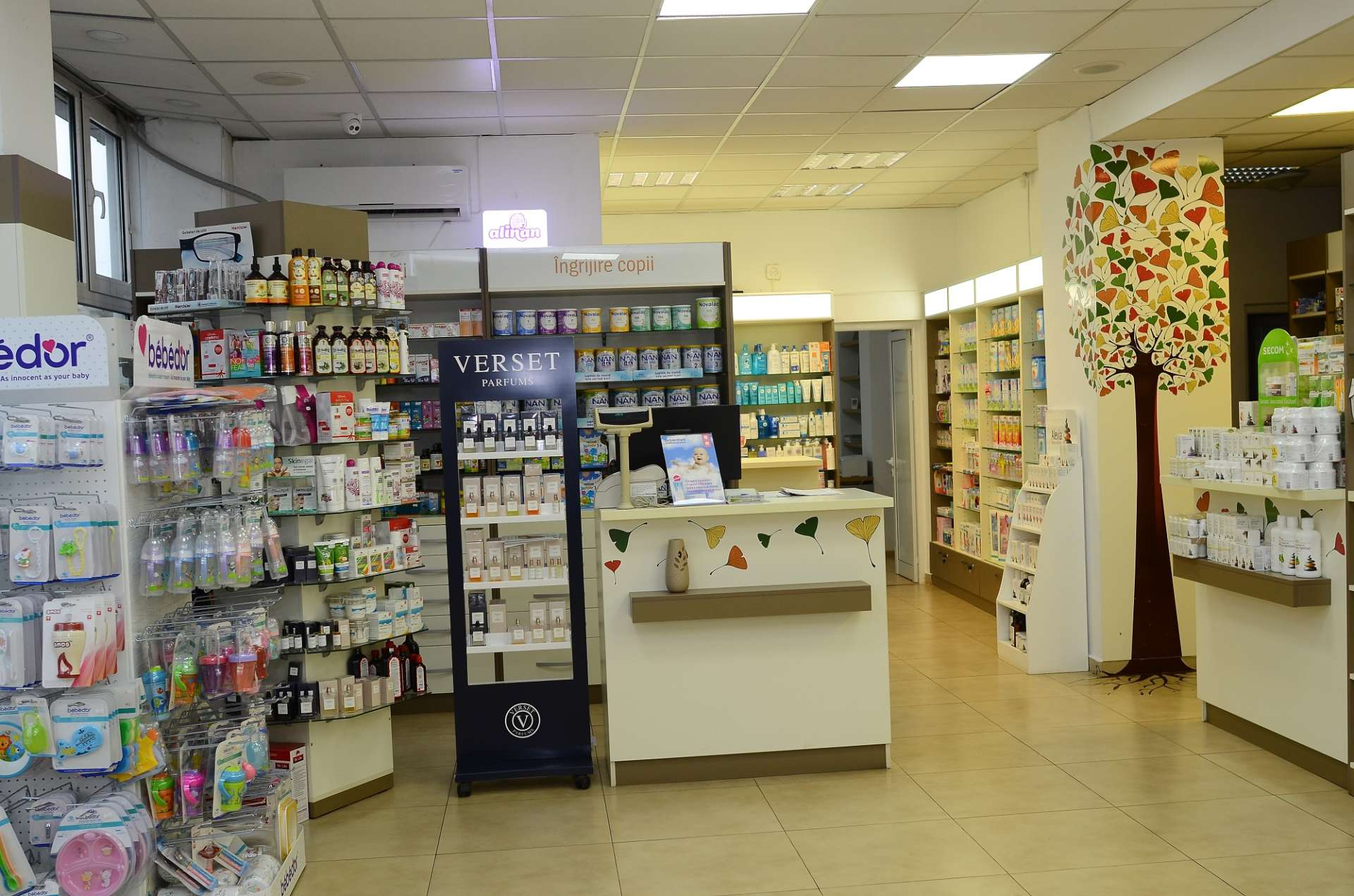 Amenajare farmacie Floris Farm